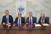 Firmantes del Acuerdo, S. E. Embajador Ambrosetti e Itzel Patiño, de Relaciones Exteriores.