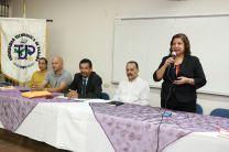 Mesa principal conformado por autoridades de la UTP y del Centro Regional