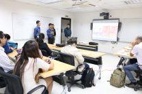 Estudiantes sustentando su proyecto
