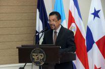 El Vicerrector Tejedor de León, ofrece las palabras de inauguración de Free NetworK