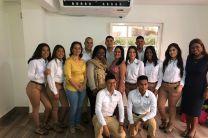 Estudiantes con sus docentes.