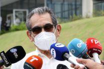 Ing. Héctor M. Montemayor Á., Rector de la UTP, es abordado por los medios de comunicación.