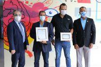 Ricardo Cerezo y Jorge Jaramillo recibieron un Reconocimiento de manos del Rector y del Decano de la FISC.