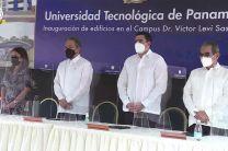 Autoridades del Gobierno Nacional junto al Rector de la UTP.