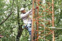El Lic. Felipe Rivera apoyó en las labores de mantenimiento en la torre.