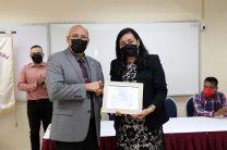 Dra. Nacari Marìn, Presidente del Jurado de Elecciones, entrega Proclamación al Dr. Orlando Aguilar