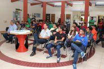 Autoridades del Centro Regional de Veraguas, docentes y estudiantes participantes de la celebración.