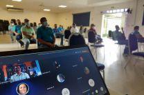 Personal administrativo reunido en el salón de conferencia del Centro Regional de Coclé.