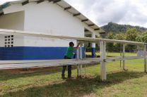 Sistema de Energía Solar que suministra la electricidad al colegio, el cual se encuentra a medio funcionamiento.