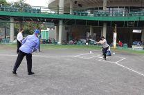 Rector de la UTP, Ing. Héctor M. Montemayor Á., hace el Lanzamiento de Honor,  a la Ing. Vivian Valenzuela, en el Acto inaugural del Campeonato Nacional de Softbol Femenino de la UTP.