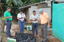 Técnicos involucrados y encargados del vivero, explican las problemáticas y necesidades del proyecto.