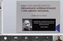 """Magister Paula Duque, expositora del tema: """"Dirección de Proyectos: Entes internacionales y una mirada nacional."""