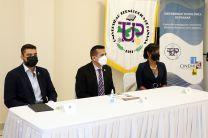 El Director del Proyecto TERMOSOLAR – ONU Medio Ambiente, Ing. Jesús González; el Director del CINEMI, Dr. Félix Henríquez y la Subsecretaria de Energía, Ing. Rosilena Lindo.