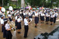 La delegación del Fermín Naudeau hace Honores en el Palco de Honor durante el desfile.