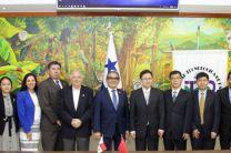 Foto oficial de Autoridades de la UTP y de China Popular.