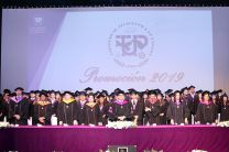 Los 129 graduandos de la FIC, Promoción 2019. Junto a autoridades de la UTP.
