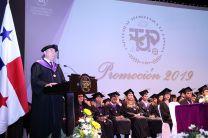 El Dr. Martín Candanedo envió mensaje a los graduandos.