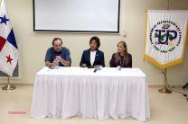 Ocupantes de la mesa principal, la Dra. de Clunie, el Dr. Tommasino y la Licda. Valenzuela.
