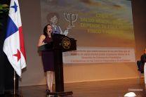 Las palabras de inauguración de la Jornada de Salud Mental las dio la Vicerrectora Valenzuela.