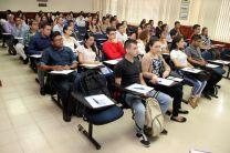 Estudiantes, docentes e investigadores de la UTP, durante el ciclo de conferencia.