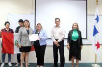 Tanto los visitantes del Perú y estudiantes de la FII recibieron certificados.