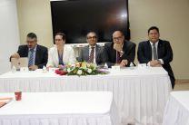 En la mesa principal acompañan el Rector Montemayor Abrego,  el representante de SENACYT  y de la OEA.