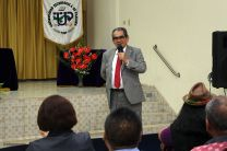 Administrativos y docentes se reunen con el rector Montemayor Ábrego.