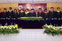 Participación de autoridades universitarias en la graduación de Bocas del Toro.