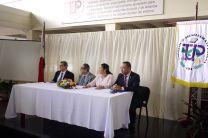 En la mesa principal estuvieron autoridades de la UTP e invitados especiales.