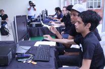 Estudiantes de tercer año de la Facultad de Ingeniería de Sistemas Computacionales.