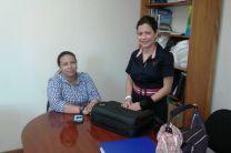 Sra. Geraldine Arias, (de pie) oficial del OIEA y Lic. Zabdy Vergara, de Cancillería de Panamá.
