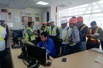 Personal de la Planta de Juan Díaz explica el funcionamiento de la planta desde el centro de Control.