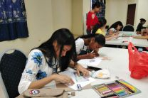 Adolescentes en el curso de dibujo y pintura en el CITT