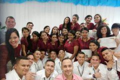 Estudiantes de II Año de la Carrera en Logística y Transporte Multimodal junto con el Ing. Francisco Arango.