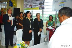 Autoridades de la UTP participan en la misa.