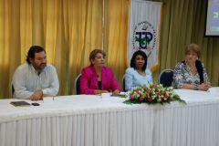 Mesa principal con autoridades de la UTP, de Stratego y de Vincular.