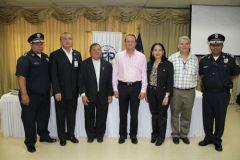 Autoridades de la UTP y de la Policía Nacional.