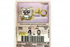 Billetes y chances de la Lotería destacan el logo y lema de la UTP.