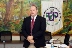 Nick Kachiroubas, PhD., profesor asociado de DePaul University - Chicago - USA, dictó el seminario a las autoridades de la UTP.