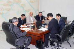 Representantes de empresa China de ingeniería, se reúnen con el Rector Montemayor y equipo de trabajo.