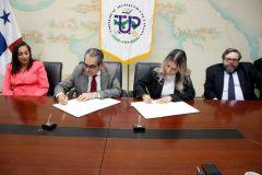 Con la firma del convenio Marco de Cooperación, la Fundación Causa Nuestra otorgó cinco becas a la UTP.
