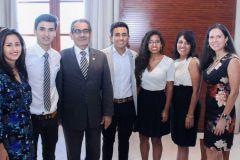 El Ing. Héctor M. Montemayor A., Rector de la UTP, la Ing. Aris Castillo, Directora de Relaciones Internacionales y la Profesora, Damarys Cortés, acompañan a los cuatro estudiantes extranjeros del Programa de Movilidad Estudiantil.