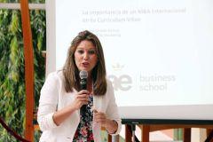 La expositora española Susana Giraldo Ramos, dicta conferencia a estudiantes de la UTP.