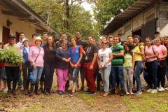 Estudiantes de la UTP participaron en la siembra de plantones de plátano en un área específica del Campus Central,  Dr. Víctor Levi Sasso de la UTP.