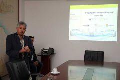 El profesor Phillips Aniorte, de la Universidad de PAU-Francia, realiza la presentación del Proyecto.
