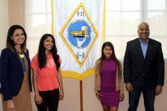 Estudiantes de la Facultad de Ingeniería Industrial, ganadores del concurso Internacional de Innovación, junto a docentes organizadores.