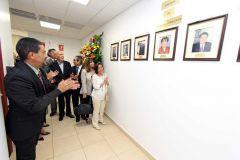 La Develación de la Galería de Fotografías de los Vicerrectores de la VIPE, recayó en la Esposa del Ing. Ramón Argote (Q.E.P.D.), María Teresa de Argote y en la hermana del Ing. Ernesto Regales (Q.E.P.D.), Dra. Julia regales.