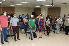 Foto Grupal de estudiantes de la FISC con autoridades de la UTP y de la empresa SIGNIFY S.A.