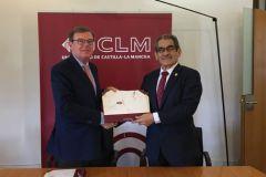 Dr. Miguel Ángel Collado, Rector de la Universidad Castilla-La Mancha y el Ing. Héctor M.  Montemayor A., Rector de la Universidad Tecnológica de Panamá.