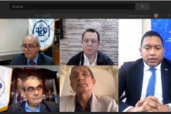 En el foro participaron reconocidos profesionales egresados de la UTP.